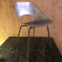 Cast chaises en aluminium par Pierre Guariche